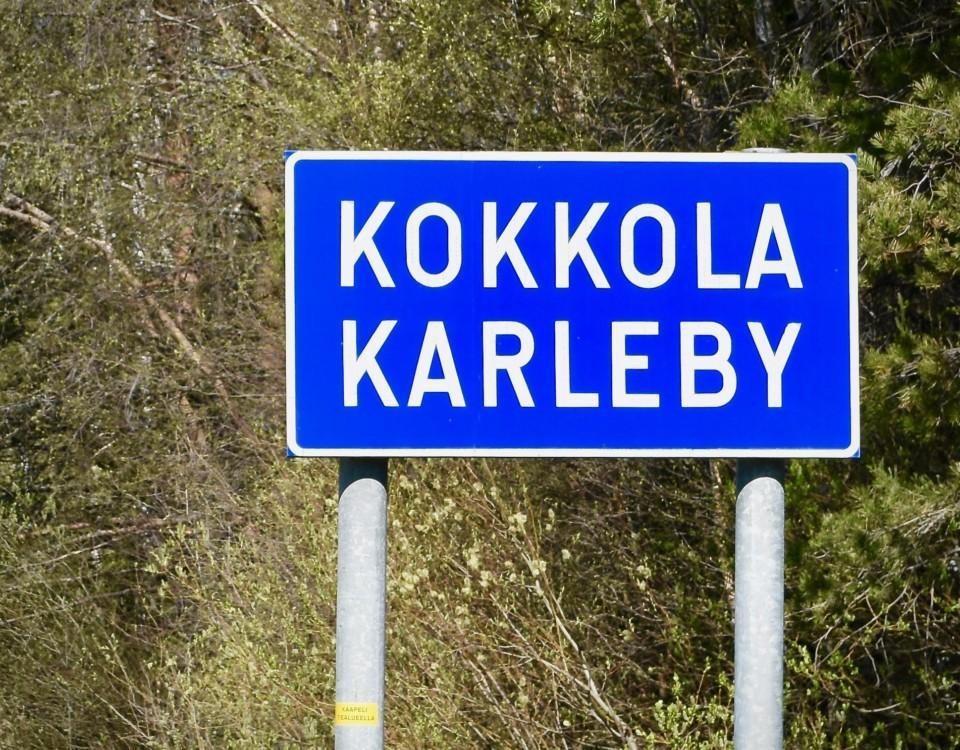 Skylt som det står Karleby Kokkola på.