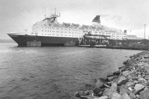 Gammal bild på kryssningsfartyg.