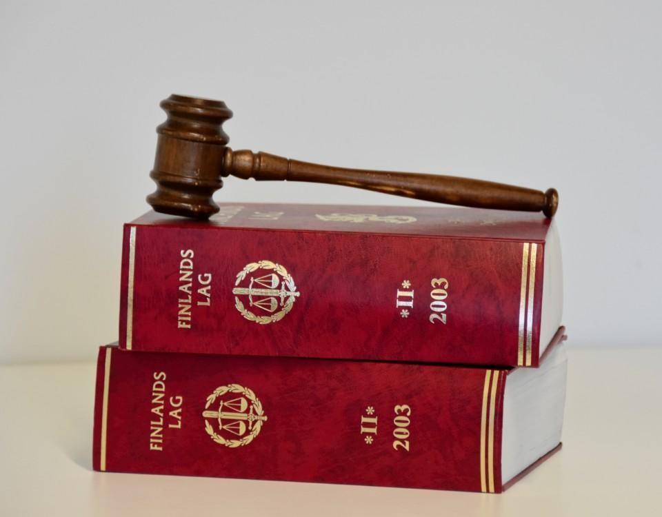 lagböcker och en klubba