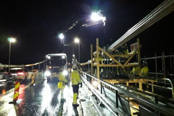 broarbete i natten