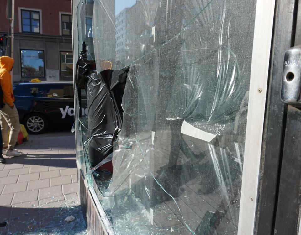 ett krossat fönster