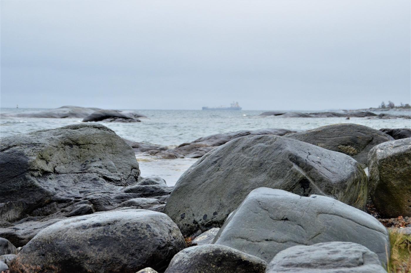 Ett fraktfartyg lånt ute på havet.