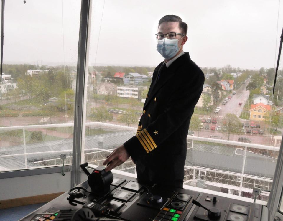 En kapten styr ett fartyg