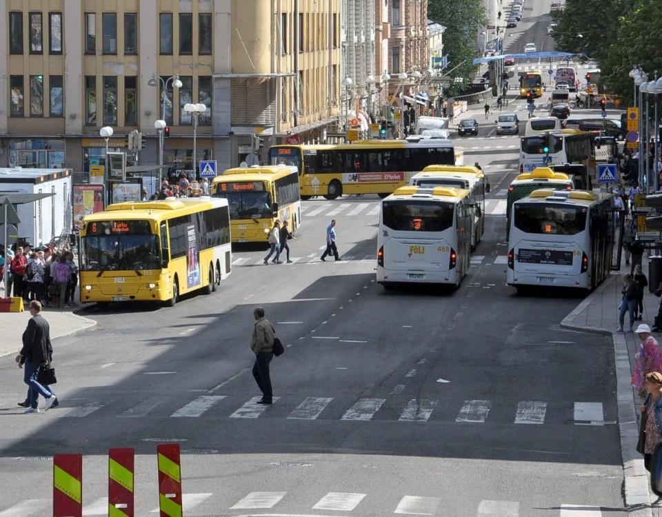 Bussra Bussar trängs vid Salutorget i Åbo