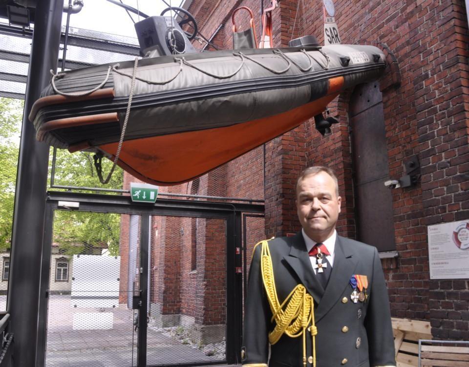 En sjövevakningsofficer under en båt