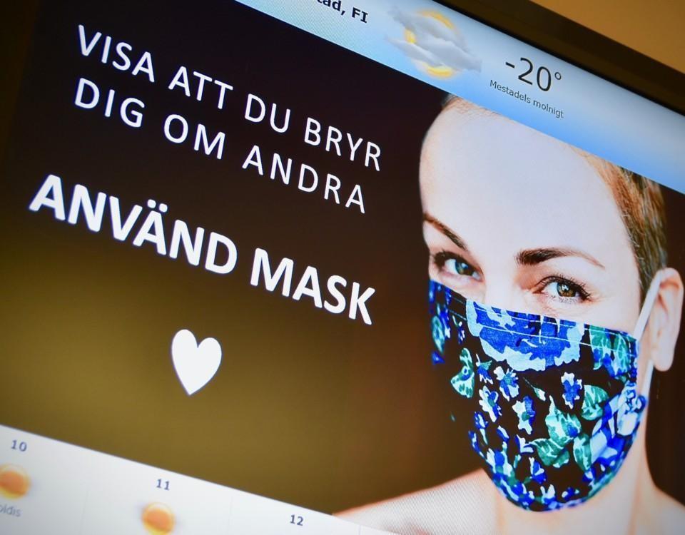 """en kvinna med munskudd på en bildskärm med texten """"använd mask"""""""