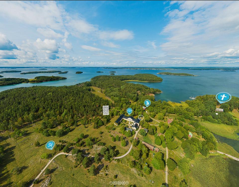 Ett flygfotografi över Själö där olika platser är utmärkta.
