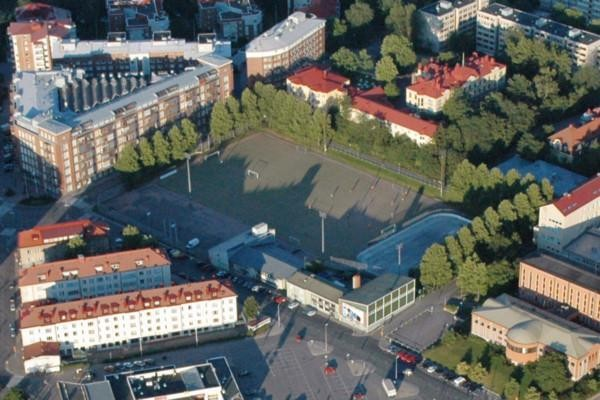 Flygbild över idrottsplan i Åbo stad