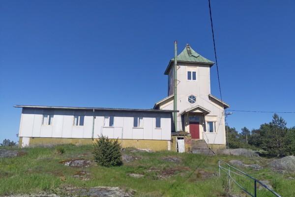 En vitt hus som varit lotsstation