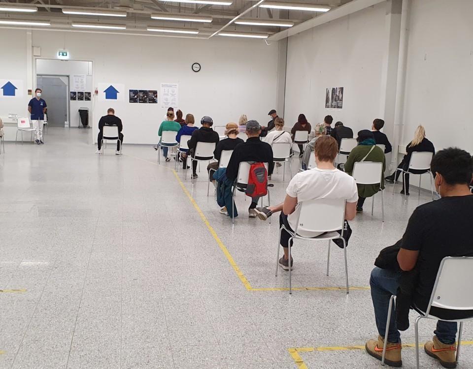 vaccinering på gång i en sal