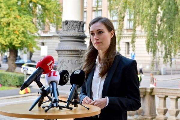 Kvinna vid mikrofoner