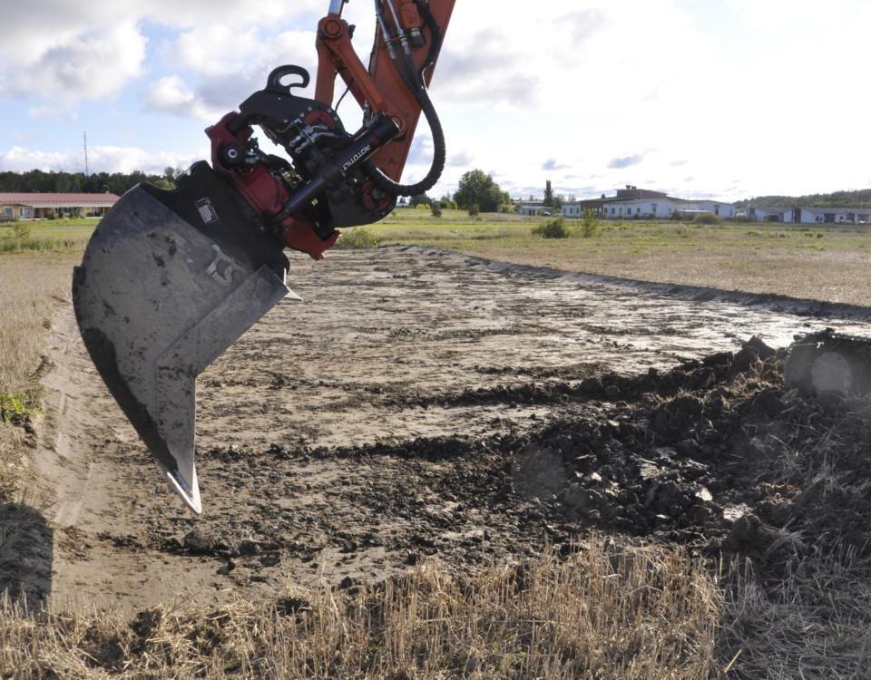 grävmaskinsskopa gräver en ny väg