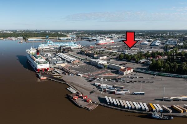 en flygbild över en hamn