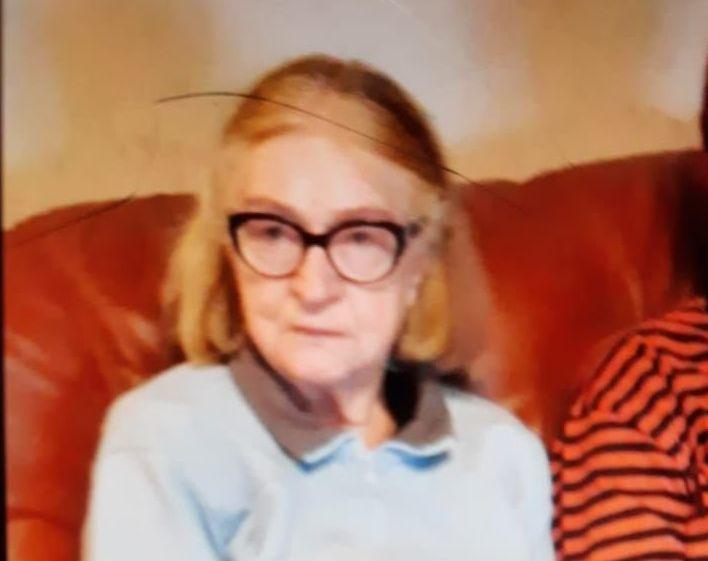 Äldre kvinna med glasögon.